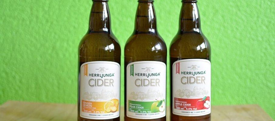 Drei Flaschen Cider von Herrljunga.