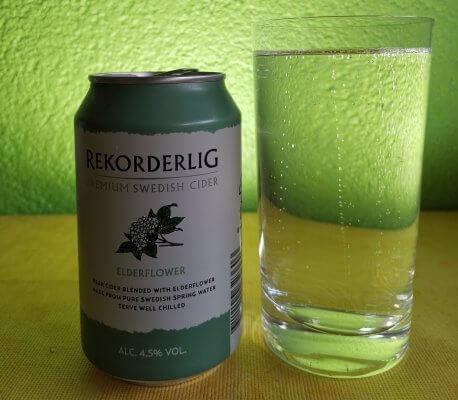Rekorderlig-Cider mit Dose und Glas